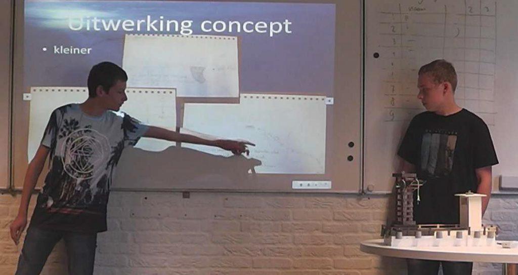Scholieren van het Technasium in Leek geven tekst en uitleg bij hun plan voor de Eems-Dollard