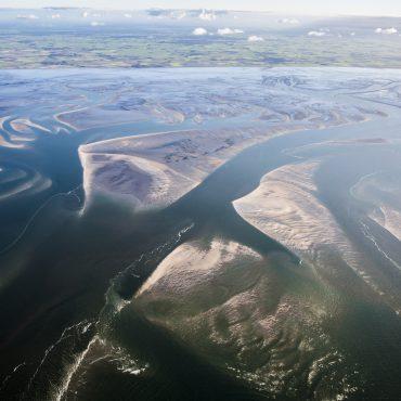 Wadplaten in de Waddenzee. Vanuit de lucht. Zullen deze in de toekomst verdwijnen?