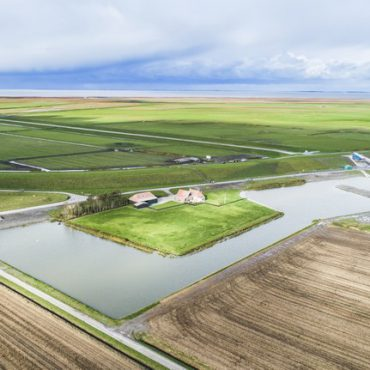 Luchtfoto van gemaal Vijfhuizen, De Heining. Het gemaal is niet alleen voor waterafvoer maar realiseert ook natuurwinst voor de omgeving.